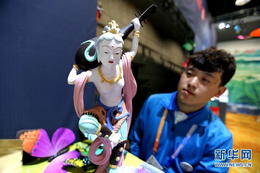 敦煌文博会:多彩展览呈现丝路文化艺术风貌(组图)