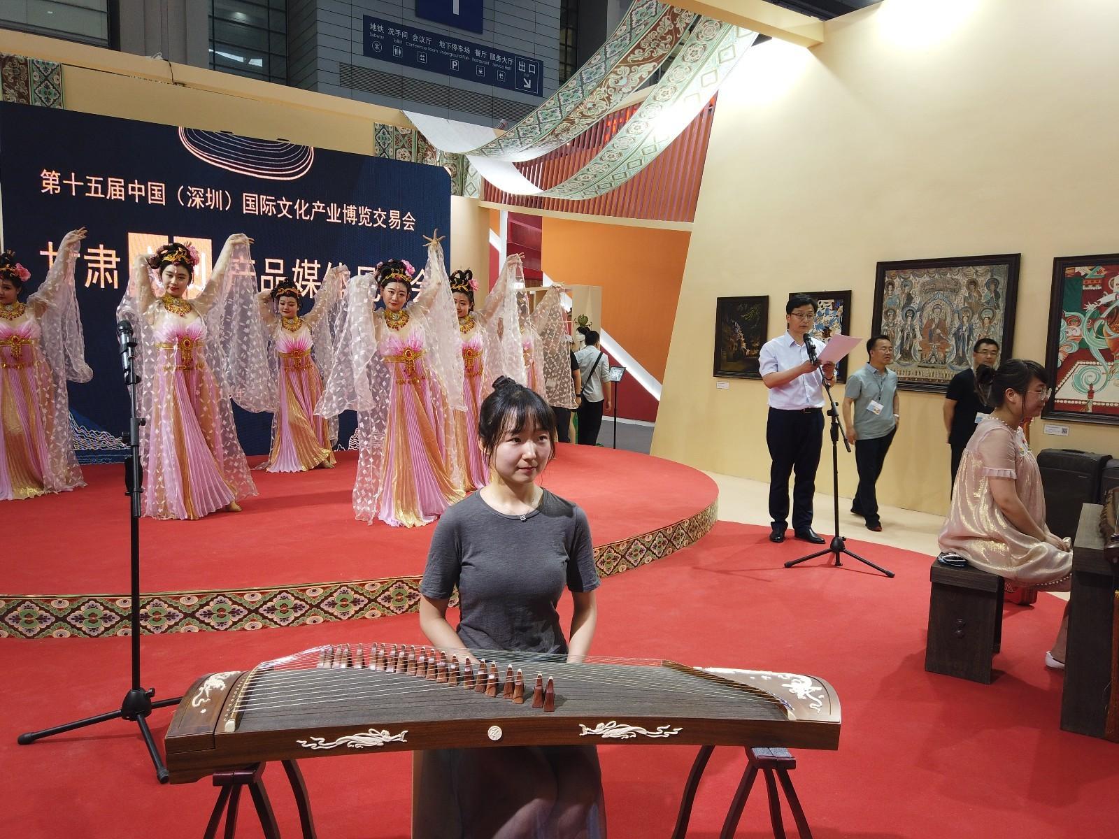 """敦煌壁画里的古乐器在深圳文博会甘肃馆""""复活"""""""