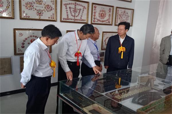 第十七届庆阳端午香包民俗文化节开幕
