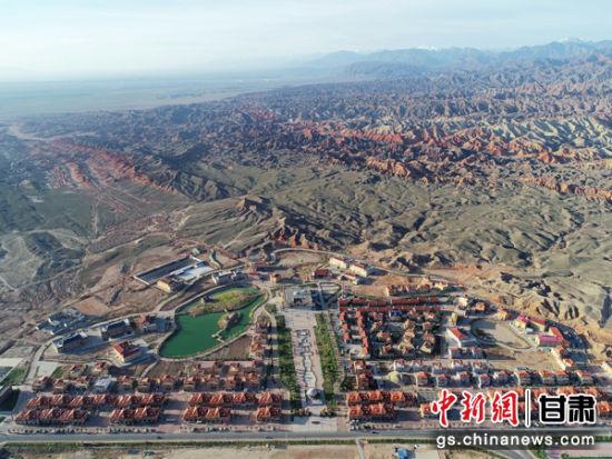 张掖丹霞七彩镇建设已具规模