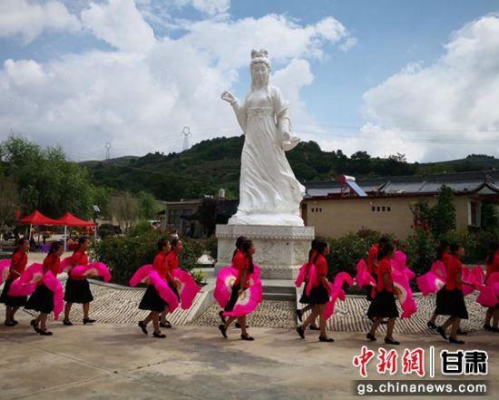 2018年8月12日,陇南市西和县举行乞巧女儿节。图为乞巧女儿节现场。(资料图)殷春永 摄