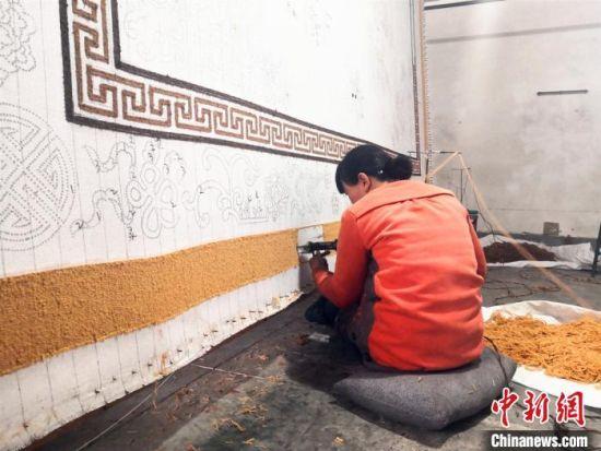 甘肃地毯创业者传承民族风:机器代替不了手工的温度