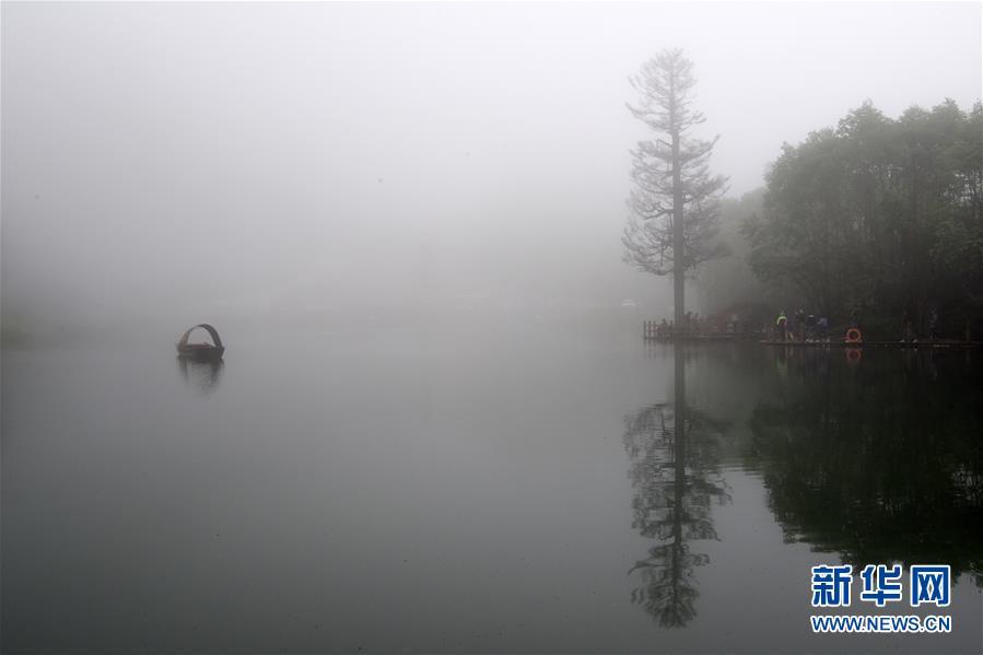 (美丽中国)(9)雾漫官鹅沟