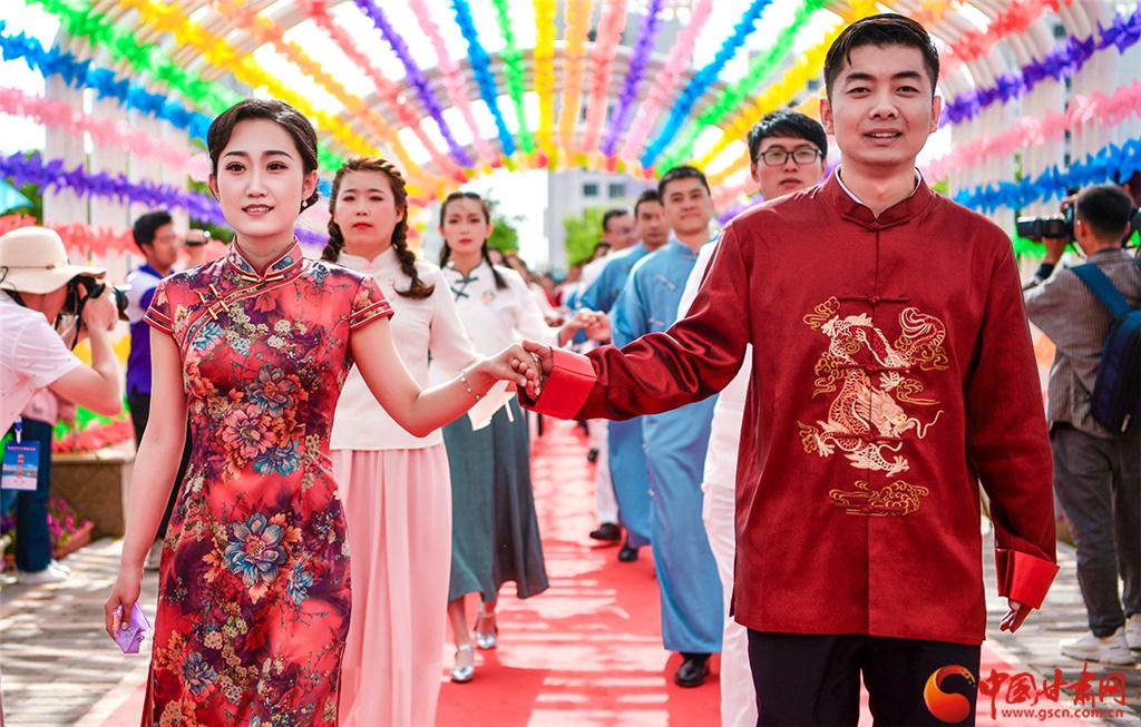 新时代新青年新风尚! 甘肃金昌青年集体婚礼(高清组图)