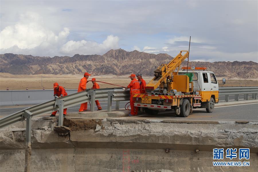 #(社会)(4)水毁路段抢通 敦煌莫高窟恢复开放