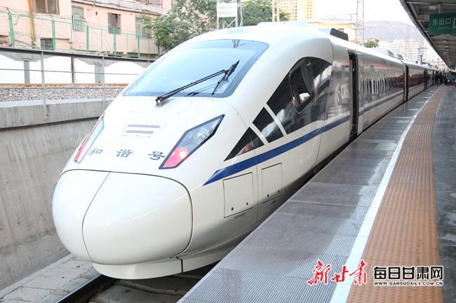 """敦煌连接全国""""高铁网"""" 兰州至敦煌运行时间由13个小时缩短至8个小时"""