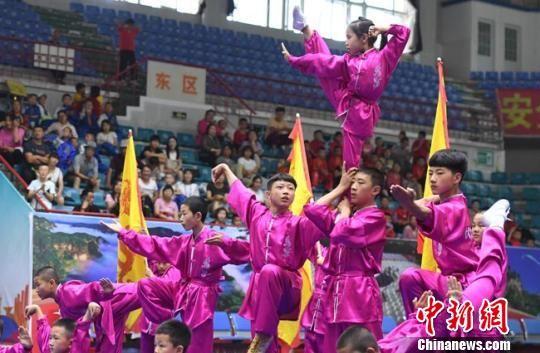 """全国4000名""""武林人士""""甘肃崆峒山下展开对决"""