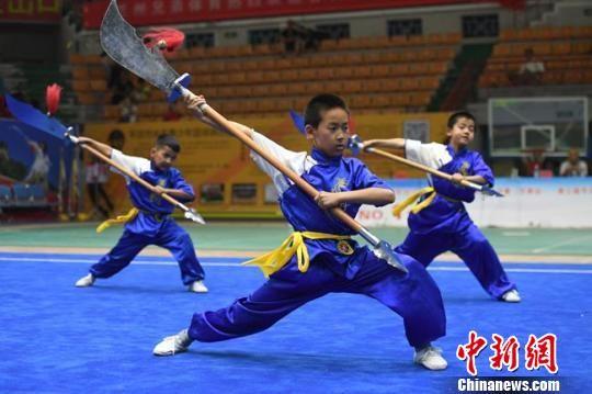 参加传统武术比赛的选手在比赛中。 杨艳敏 摄