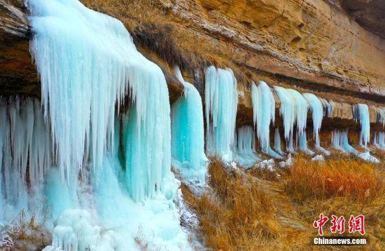美不胜收!黄土塬罕见规模天然冰瀑群