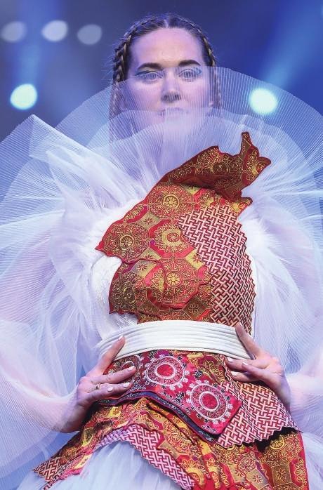 东乡刺绣亮相中国国际时装周