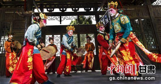 """陇南市的""""七彩""""民俗"""