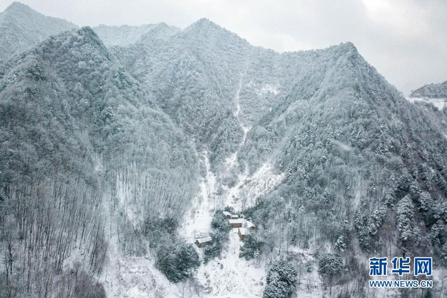 甘肃康县:雪中美丽乡村