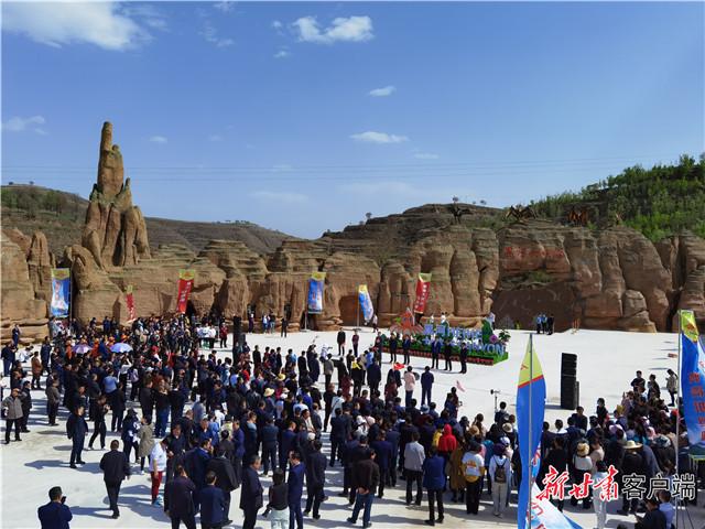 """庆阳""""黄土地缝奇观""""黑河大峡谷景区开业运营"""