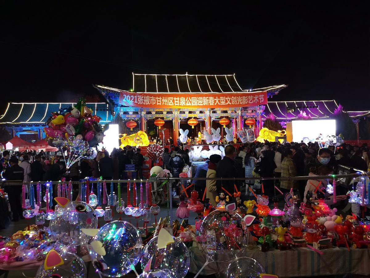 甘肃张掖:灯光璀璨映古城