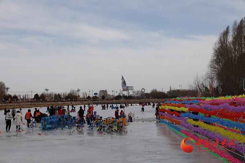 临泽:冰雪嘉年华游客市民畅享冰雪乐趣