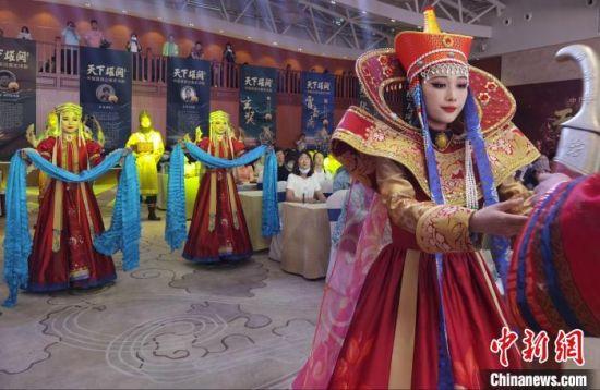 图为中国首部边塞史诗剧《天下雄关》首演发布会现场。 崔琳 摄