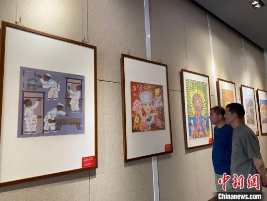 本次共展出100幅农民画,作品汇聚了甘肃省农民艺术家近两年的精心之作。 徐雪 摄